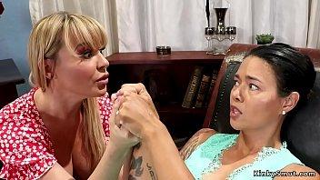 Alt lesbian anal fists her therapist