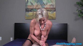 Busty mature amateur wanking penis Vorschaubild