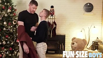 """FunSizeBoys - Small guy w&sol; big dick fucked by big daddy monster cock <span class=""""duration"""">11 min</span>"""