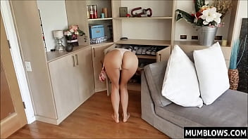 watching Mom bend over porno izle