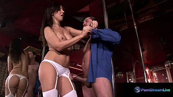 Leslie fingers herself naked - Glamour babe maria belucci fucking on stage
