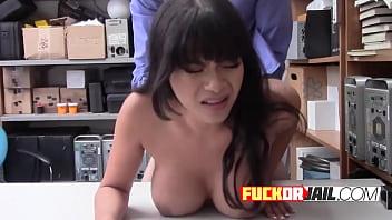 Teen Exotic porn star Aryana shoplifts