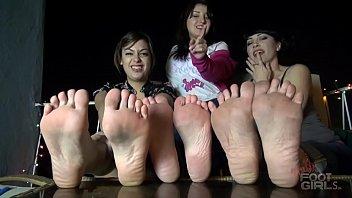 Sole Wrinkling 3 girls JOI