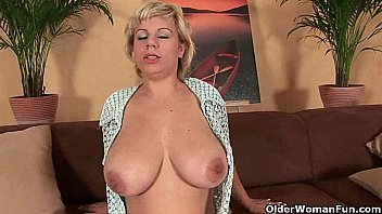Woman eavesdropping and masturbates - Soccer mom works her mature pussy with a dildo