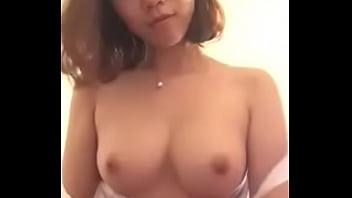 中国网红自摸34C美乳