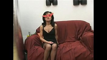 Italian mother banged on the sofa