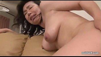 สาวใหญ่เงี่ยนหีร่านนักต้องเบินให้น้ำแตกอย่างเสียว Milf Getting Her Hairy Pussy – 7 min