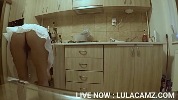 (HIDDEN CAM) Sneaking On My Hot Teen StepSister in the Kitchen 12分钟