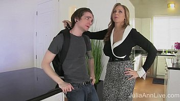 Streaming Video StepMom Julia Ann Fucks Stepson in Ass! - XLXX.video