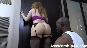 Worshiping Mistress Summer Hart's ass porno izle