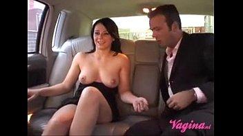 Nederlands sletje wordt geneukt op de achterbank/Dutch whore backseat fuck!