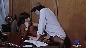 Diane Suffren, une secrétaire investie qui donne son cul 11分钟