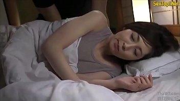 Lén vào phòng chịch chị dâu đang ngủ