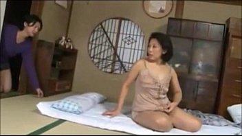 豊満段腹垂れ乳巨乳の母ちゃんとラブラブ過ぎるパイパンおまんこ近親相姦SEXして中出しする息子!