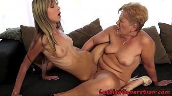 Les Granny Scissoring Pussy With Petite Teen