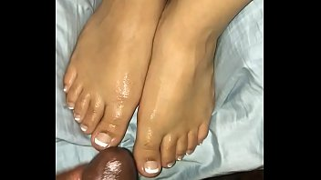 Sexy feet toes wife - Cum on sexy toes