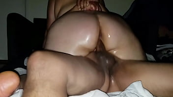 My thick latina BBW rides my cock as I cover her big ass with oil. 2分钟