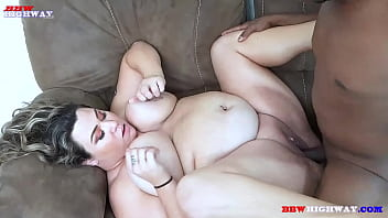 busty Ash Lauren gets her first black cock ever during her BBWHighway debut 2分钟