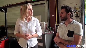 Melany, blonde sexy ,fait passer un entretien d'embauche anal
