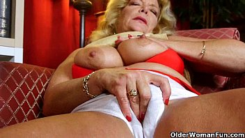 Nude moms and grans - Americas hottest grannies collection