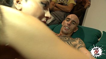 Julia de Lucia folla en publico - Having sex with David Mistral - Leche69 preview image