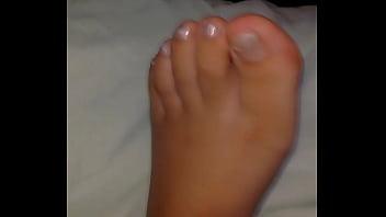 Boy feet yo sex Me corro en sus pies mientras duerme