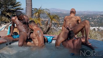 NOIR MALE Pool Boy Initiated into All HUNK ORGY in Hot Tub! 8分钟