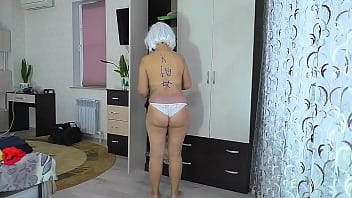 Mom got on her knees and allowed to fuck her ass in anal