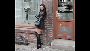 Nude julie andrews photos - Miss julie skyhigh