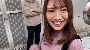 https://bit.ly/3gyZWEH The vibe toy is inserted by a man, then masturbation. Creampie sex from orgasm while screaming. She is a kind-hearted female college student who can't refuse when asked. Japanese homemade amateur porn. Part 1
