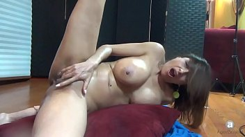 Sandy big tits boss - Squirting web show