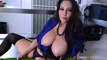 Brazzers - Dirty milf Ava Addams fucks chef