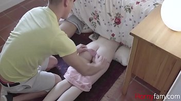 Brother Meddles With Teen SISTERS PUSSY 8分钟