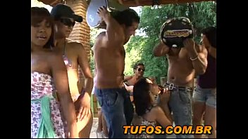 Hot Brazilians in the pagode of bitching! 6 min