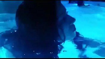 Giselle Montes folla en la piscina parte 1