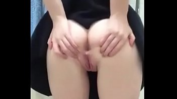 Sexy Teen Girl Spreading Her Ass & Fingering Her Pussy On Cam Show
