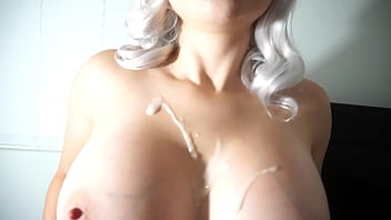 害羞的亚洲 - 拉丁青少年与大自然山雀给她的第一个口交。她喜欢热暨在她的活泼的大乳房!她迫不及待地想练习她的深渊! 7分钟