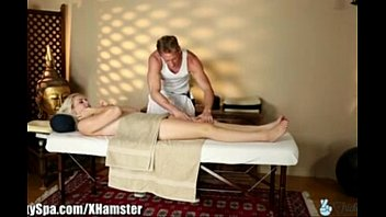 Masajes acaban en sexo.