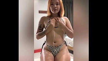Veneca whore bathes in milk in Peru and prostitutes herself in Lima to support her cousin's bum in CARACAS (VENECAS PUTAS)