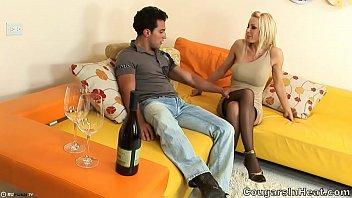 Holly sampson milf date Зрелая блондинка из жарким парнем