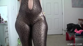 Booty Bustin Out of Latex - SexyCamSluts.net