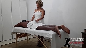 Married student of the massage course noa resists and falls on the client's dick * Casal Sapeca Rj *