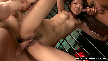 Yuzu Shiina got tied up and doublefucked in the jail 5分钟