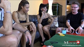 Girl lose strip poker - Teeny-duo verliert beim strip-poker gegen 2 kollegen - spm carmelaamanda sc10