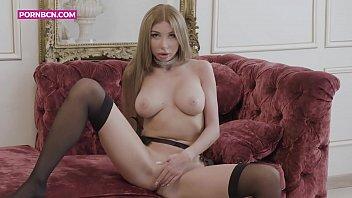 JUST GIRLS 4K一个富有而金发碧眼的俄罗斯模特在拍摄她的同时在她豪华的客厅里自慰,她知道他们在看着她时,会变得饥渴。玛丽莲·克里斯托(Marilyn Crystal)在一个角质女人中的美丽和魅力