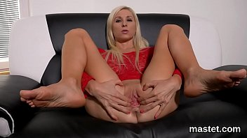Wicked czech nympho stretches her pink snatch to the extreme
