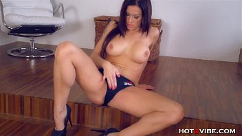 Busty MILF Fingers Her Perfect Pussy 10 min