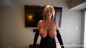 Cum Swalling MILF Next Door Drilled For XXXMas