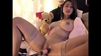 Busty Latin bitch let robot toy fucking pussy on cam porno izle