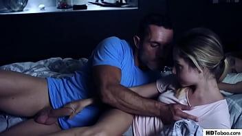 Daddy Fucks Sexy Family Friend Mona Blue 6分钟